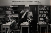Raamatukogu vanas postimajas 1965. a